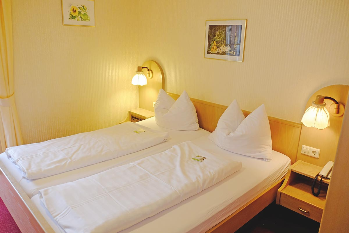 doppelzimmer hotel schwanen bad bellingen. Black Bedroom Furniture Sets. Home Design Ideas